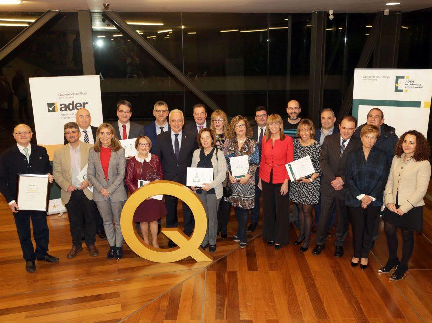 20/12/17. El Gobierno riojano ha entregado los reconocimientos y Premios Excelencia en La Rioja a 10 empresas y entidades de la Administración